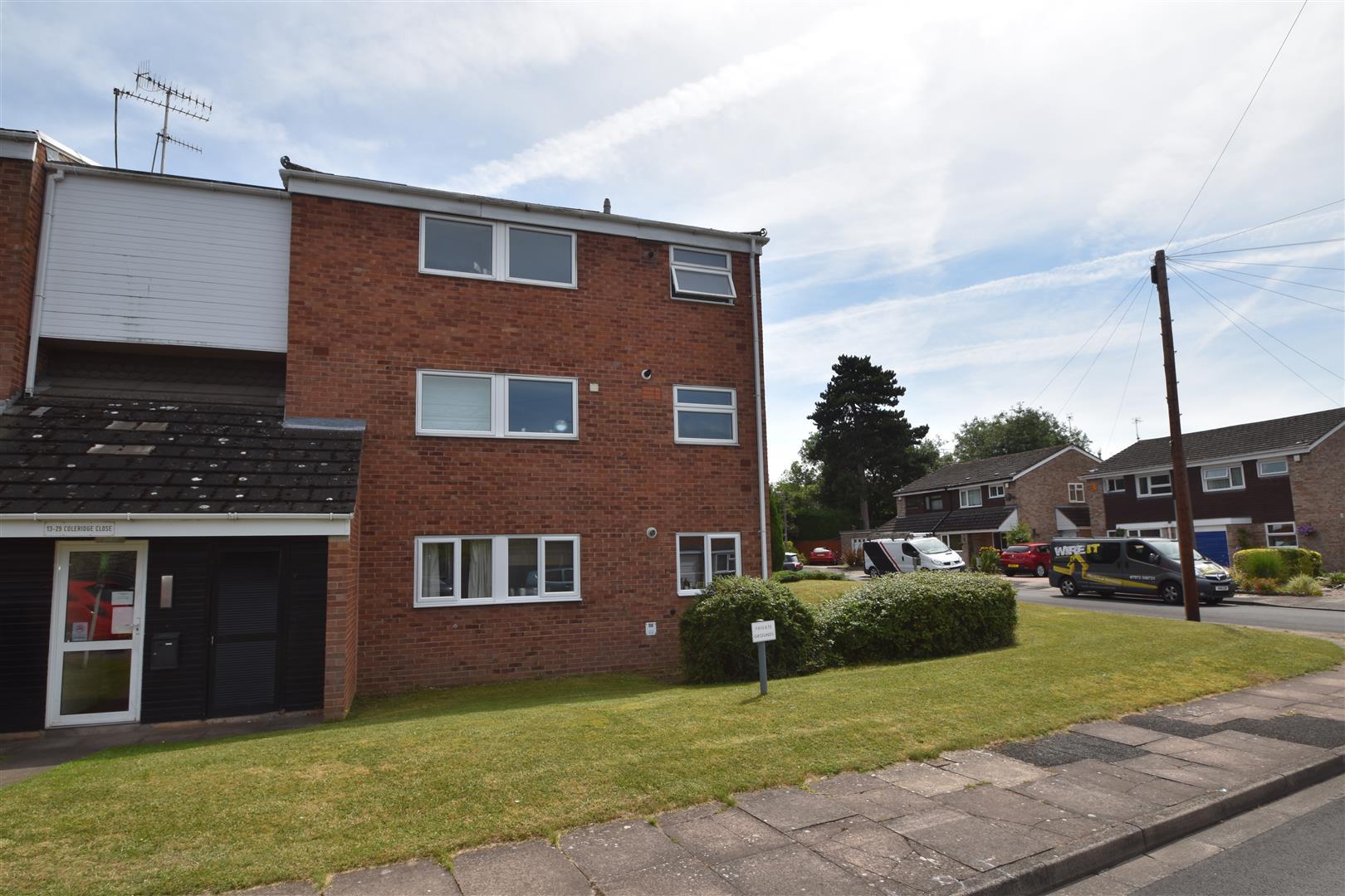 2 Bedrooms Flat for sale in Coleridge Close, Worcester